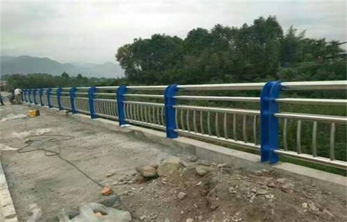 晋中增强型不锈钢复合管护栏/q235钢板立柱用多大钢管