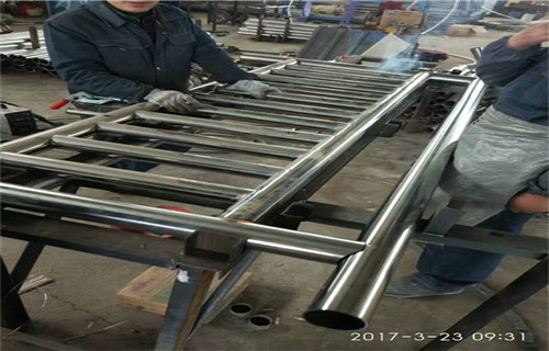锦州优质的304碳素钢复合管桥梁护栏产品详情