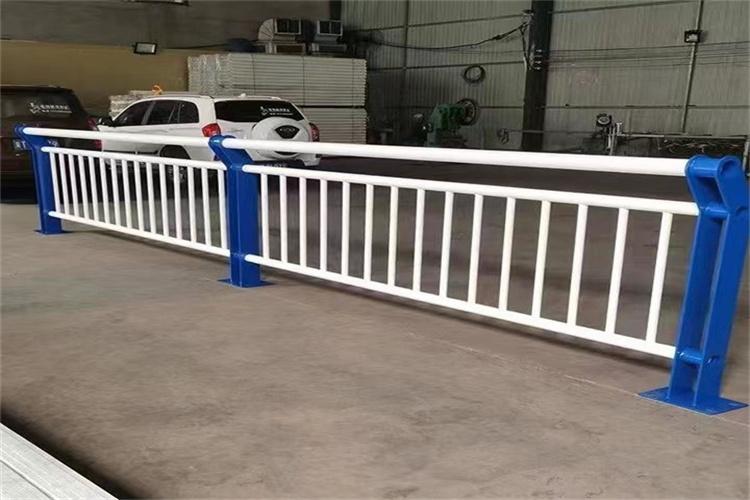 延边桥梁护栏立柱量大优惠