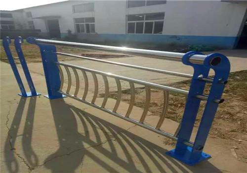 大庆不锈钢碳素钢复合管鑫海达护栏公司